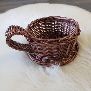 B2G1 VTG Wicker Tea Cup Basket